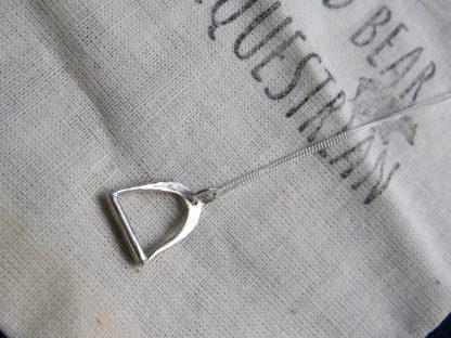 silver-stirrup-horse-rider-necklace-min